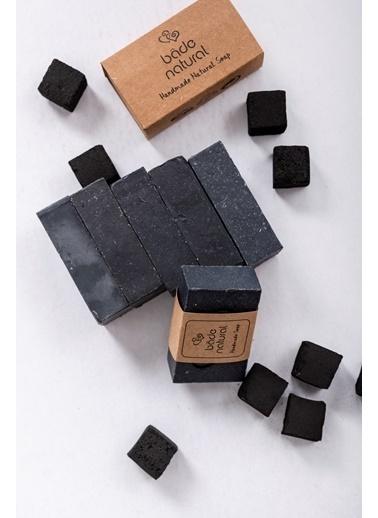 Bade Natural Aktif Kömürlü Arındırıcı Doğal Yüz & Vücut Sabunu 100 g  Renksiz